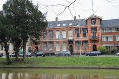Altbauten nahe Kanal in der historischen Mitte von Utrecht, das Neth stockbilder