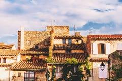 Altbauten in Provence bei Sonnenuntergang Stockfoto