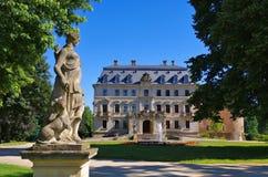 Altdoebern slott i Brandenburg i sommar Fotografering för Bildbyråer