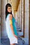 Alte ägyptische Frau im Tempel von Hatshepsut Lizenzfreie Stockbilder