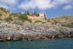 Alte Überreste auf der Küste Lizenzfreie Stockbilder