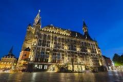 Alte Aachen-Stadt Hall At Night Lizenzfreie Stockfotografie