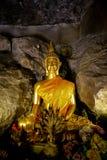 Alte alte Buddha-Statue auf Hintergrund Stockfotos