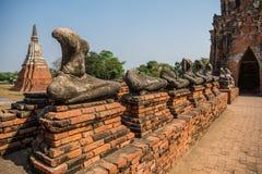 Alte alte Buddha-Statuenanordnung Lizenzfreie Stockbilder