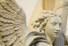 Alte alte Engels-Statue Stockfoto