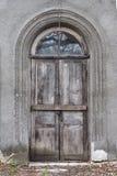 Alte alte Tür mit alter Schmutzwand Lizenzfreie Stockbilder
