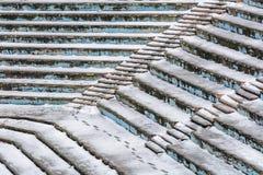 Alte Amphitheaterbeschaffenheit umfasst durch Schnee Amphitheater backgroun Stockfoto