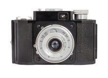 Alte analoge Kamera auf Format des Filmes 35mm lokalisiert auf einem weißen Hintergrund lizenzfreies stockbild