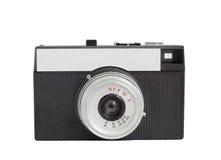 Alte analoge Kamera auf Format des Filmes 35mm lokalisiert auf einem weißen Hintergrund stockfotografie