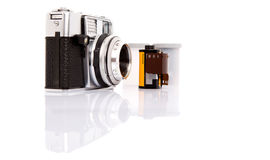 Alte analoge Kamera und Filmstreifen III Stockbild