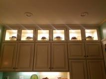 Alte angeredete Küchenschränke Stockfotografie