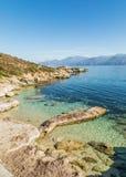 Alte Anlegestelle und Küstenlinie von Wüsten-DES Agriates in Korsika Stockfotos