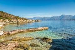 Alte Anlegestelle und Küstenlinie von Wüsten-DES Agriates in Korsika Stockfotografie