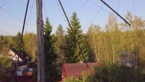 Alte Antenne auf einem Haus stock video