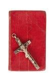 Alte antike Bibel und Kreuz auf einem weißen Hintergrund Lizenzfreie Stockfotografie