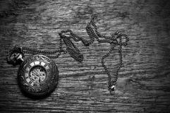 Alte antike Taschen-Uhr Stockfotos