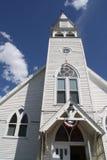 Alte antike weiße hölzerne Gebäudearchitekturkirche im Freien Lizenzfreie Stockfotos