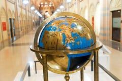 Alte Antiquitäten der Weltkarte innerhalb Scharjah-Museums Stockbilder