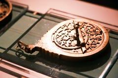 Alte Antiquitäten der Zeitmaschine - Scharjah-Museum Stockfotos