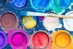 Alte Aquarellfarben und -bürste Lizenzfreie Stockbilder