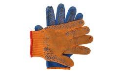Alte Arbeits-Handschuhe lokalisiert auf Weiß Lizenzfreies Stockfoto