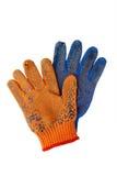 Alte Arbeits-Handschuhe lokalisiert auf Weiß Stockfotos