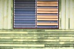 Alte Architektur des hölzernen Hauses Lizenzfreie Stockfotos