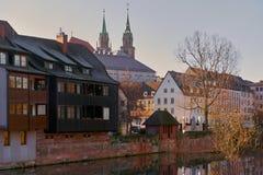 Alte Architektur und der Pegnitz-Fluss Lizenzfreie Stockfotos