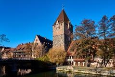 Alte Architektur und der Pegnitz-Fluss in Nürnberg Stockfoto