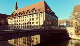 Alte Architektur und der Pegnitz-Fluss in Nürnberg Stockbilder