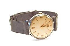 Alte Armbanduhr lokalisiert auf Weiß Lizenzfreie Stockfotografie