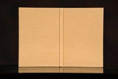 Alte Art der Abdeckung bereiten braunes Buch ein auf Lizenzfreie Stockfotografie