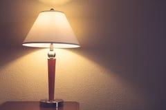 Alte Art und Weisetabellenlampe Stockbild