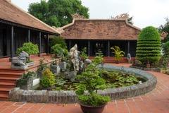 Alte asiatische Architektur des Gartens Stockfotos