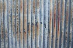 Alte aufeinander bezogene Blechtafel Stockfoto