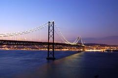 Alte Aufhebungbrücke, Lissabon Stockfotos