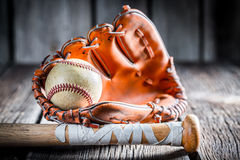 Alte Ausrüstung, zum des Baseballs zu spielen Lizenzfreies Stockbild