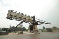Alte Ausrüstungen auf einer verlassenen Asphaltfabrik im Gouda, der jetzt für alle Art Ereignisse benutzt wird stockfotos