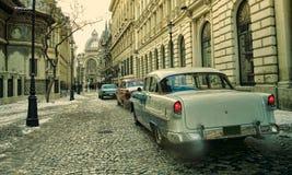 Alte Autos in der Weinleseszene Bukarest-Stadt Stockbild