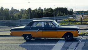 Alte Autos der zweiten Hälfte des 20. Jahrhunderts auf Straßen von Europa 70. Jahre Chevrolets Stockbilder