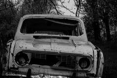 Alte Autos im Junkyard Stockbild