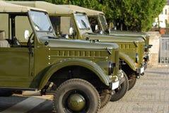 Alte Autos, russische Armee-LKWs Stockfoto