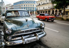 Alte Autos und Kapitol in Havana, Kuba Stockbild