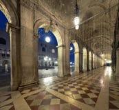 Alte Bögen des Doge-Palastes auf St. Marc Square in Venedig an n Lizenzfreies Stockfoto