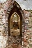 Alte Bögen durch die Backsteinmauern Stockfoto