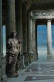 Alte Bögen mit Statue Stockbild
