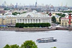 Alte Börse St Petersburg, die am Vasilyevsky-Insel-Vogelschaupanorama buliding ist Stockfotografie