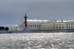 Alte Börse St Petersburg und Rostral Spalten Stockfoto