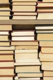 Alte Bücher angebunden auf einem Fall Stockfoto