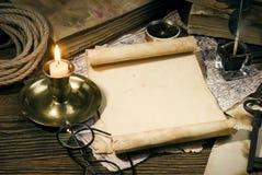Alte Bücher auf dem alten Papierhintergrund Lizenzfreie Stockbilder